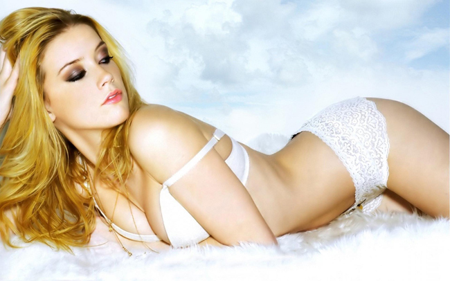 """Trước khi cưới  """" cướp biển """"  Johnny Depp, ngôi sao xinh đẹp Amber Heard từng hẹn hò với nữ nhiếp ảnh gia Tasya Van Ree"""