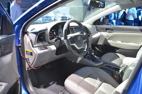 Công bố giá Hyundai Elantra 2017 - 12