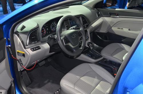 Công bố giá Hyundai Elantra 2017 - 14