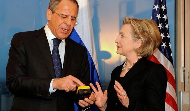 """Bà Clinton: Putin """"ỷ lớn hiếp bé"""" - 2"""