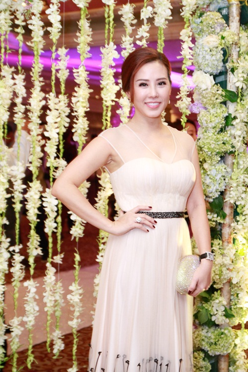 Thúy Hạnh 'đụng' phong cách với cô dâu Trang Nhung - 9