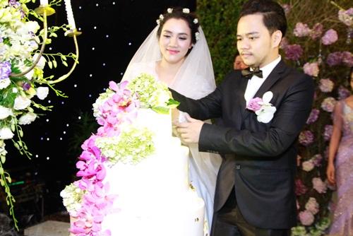 Con gái Trang Nhung lần đầu lộ diện trong tiệc cưới - 4