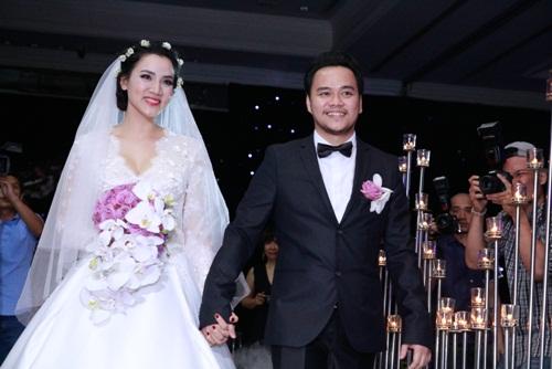 Con gái Trang Nhung lần đầu lộ diện trong tiệc cưới - 1