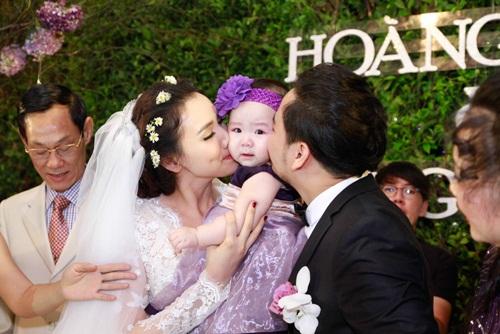 Con gái Trang Nhung lần đầu lộ diện trong tiệc cưới - 7