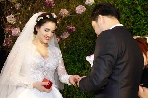 Con gái Trang Nhung lần đầu lộ diện trong tiệc cưới - 10