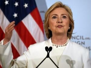 """Bà Clinton: Putin """"ỷ lớn hiếp bé"""""""