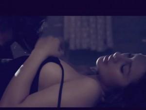 Lộ cảnh nóng của 'nàng tiên 9x' trong phim Tết