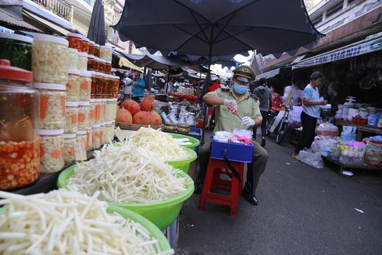 Bình Dương: Đồng loạt ra quân truy tìm thực phẩm bẩn - 2