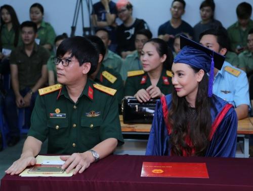 Hồ Quỳnh Hương lần đầu làm giảng viên - 4