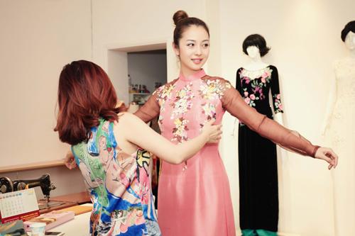 Jennifer Phạm dẫn bạn nhảy Tây đi may áo dài diện tết - 11