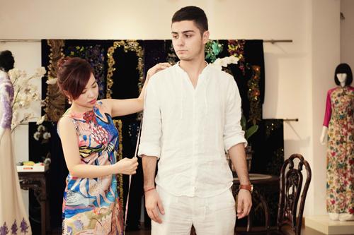 Jennifer Phạm dẫn bạn nhảy Tây đi may áo dài diện tết - 5