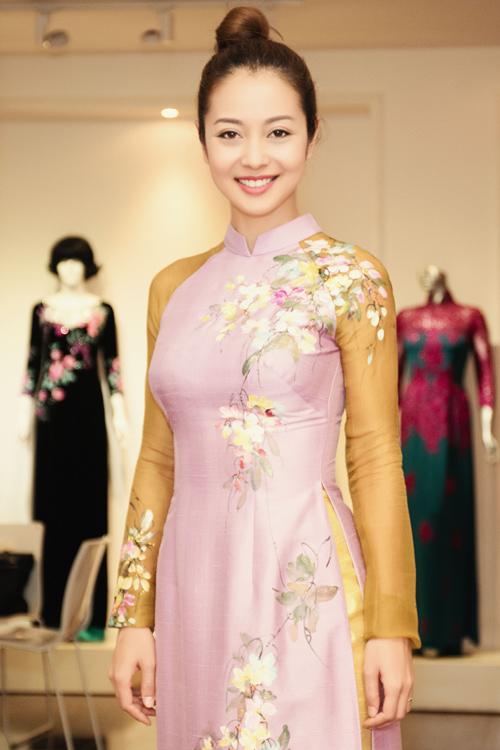 Jennifer Phạm dẫn bạn nhảy Tây đi may áo dài diện tết - 8