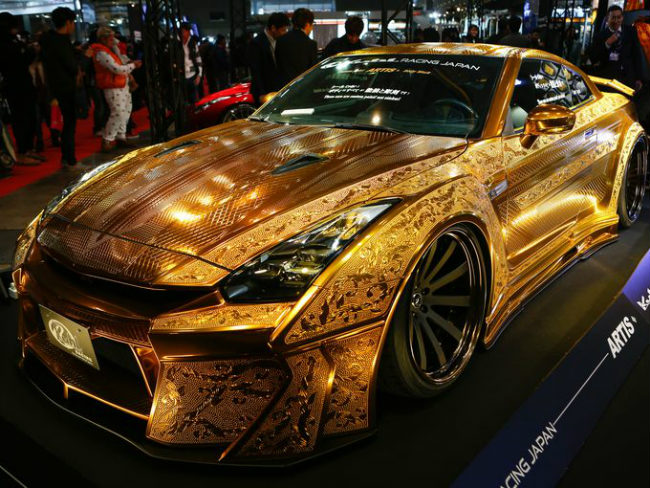 Chiếc Nissan R35 GT-R dát vàng lấp lánh.