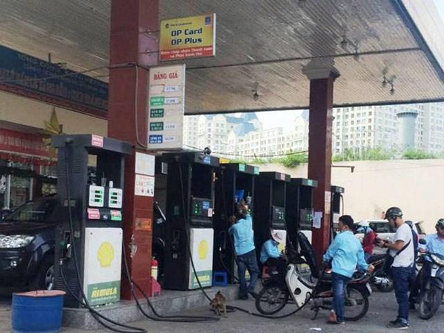 15h chiều nay, giá xăng giảm mạnh nhất kể từ đầu năm - 1