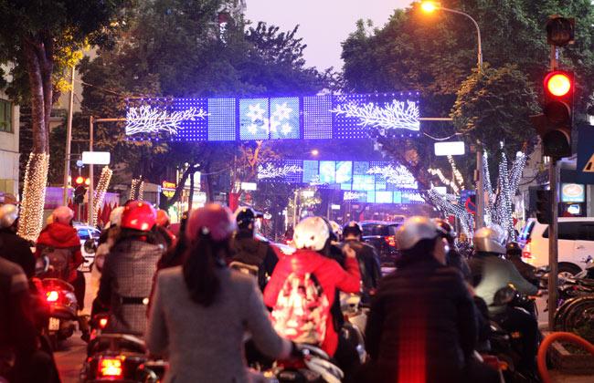 Ảnh: Thủ đô tràn ngập sắc màu đón năm mới - 4