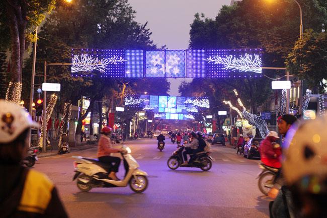 Ảnh: Thủ đô tràn ngập sắc màu đón năm mới - 5