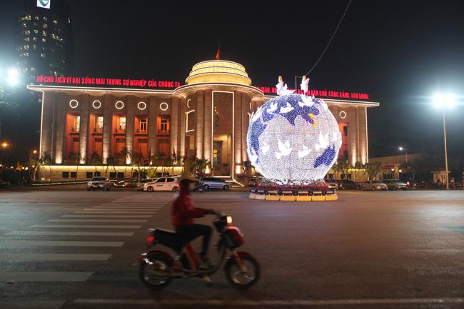 Ảnh: Thủ đô tràn ngập sắc màu đón năm mới - 8
