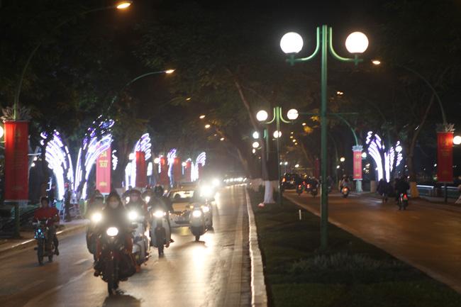 Ảnh: Thủ đô tràn ngập sắc màu đón năm mới - 12
