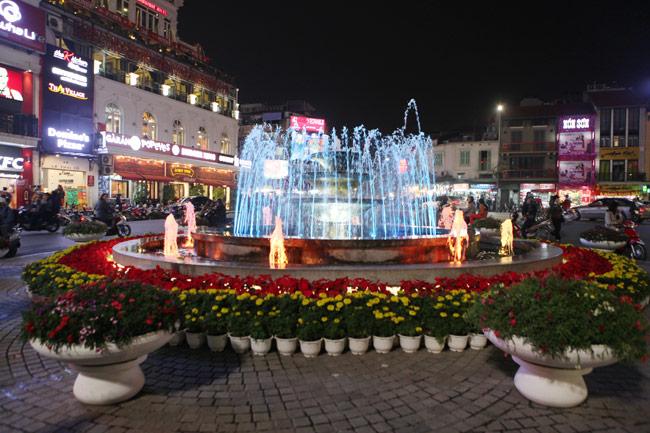 Ảnh: Thủ đô tràn ngập sắc màu đón năm mới - 14