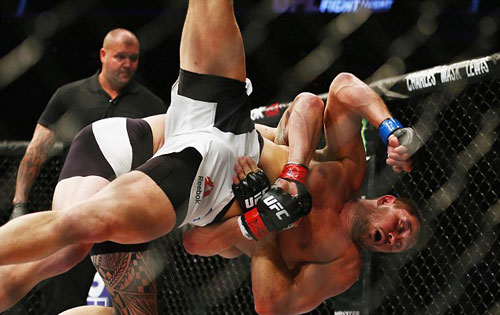 """UFC: Bạn trai """"Nữ hoàng UFC"""" đấm đối thủ """"lồi mắt"""" - 4"""
