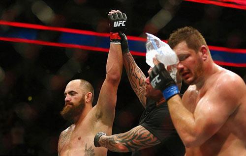 """UFC: Bạn trai """"Nữ hoàng UFC"""" đấm đối thủ """"lồi mắt"""" - 6"""