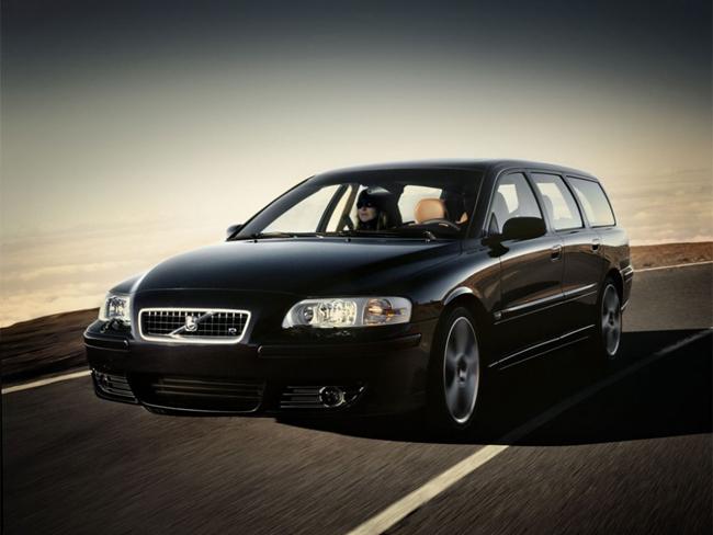 15. 2006 Volvo V70R AWD Estate   Thời gian tăng tốc từ 0-96km/h trong 5.6 giây