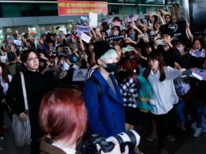 Fan Việt náo loạn sân bay vì trai đẹp Hàn Quốc