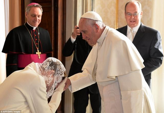 7 người trên thế giới được mặc đồ trắng gặp Giáo hoàng - 2