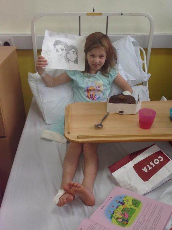 Bé gái siêu nhân 'miễn dịch' với đau đớn - 2