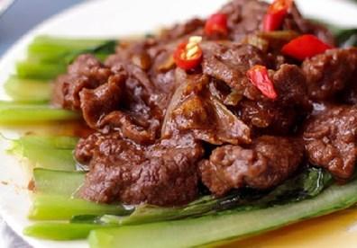 Thịt bò sốt bí ngô, sa tế nóng hổi bữa cơm ngày lạnh - 4
