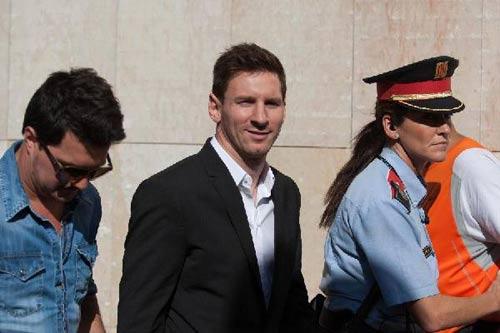 Barca: Cha con Messi hầu tòa ngay sau CK cúp C1 - 1
