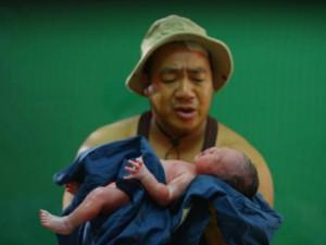 Hiếu Hiền gây sốc khi đưa con gái mới sinh lên phim