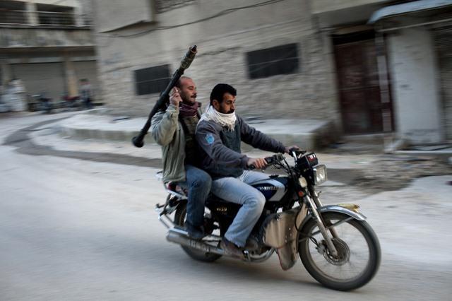 Quân Syria dùng đồ của dân thường đánh IS thua tan tác - 2