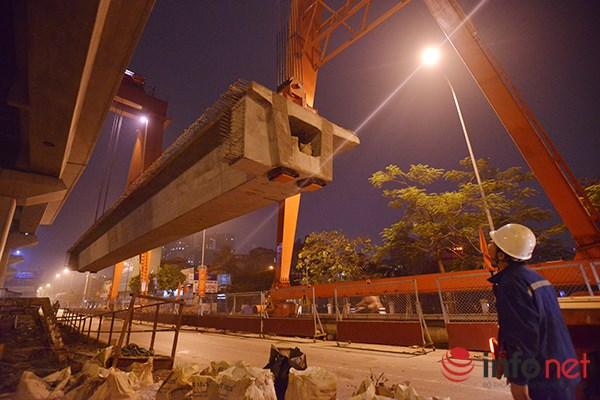 HN: Cận cảnh màn lao dầm đường sắt trên cao qua hồ Hoàng Cầu - 4