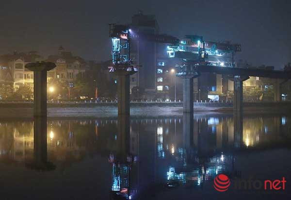 HN: Cận cảnh màn lao dầm đường sắt trên cao qua hồ Hoàng Cầu - 8