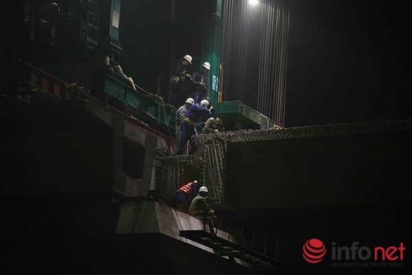 HN: Cận cảnh màn lao dầm đường sắt trên cao qua hồ Hoàng Cầu - 9