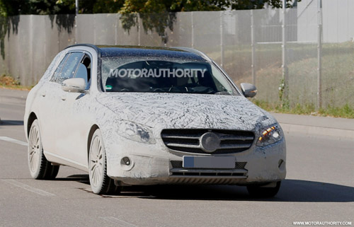 Mercedes-Benz E- Class Wagon 2017 lộ diện - 1