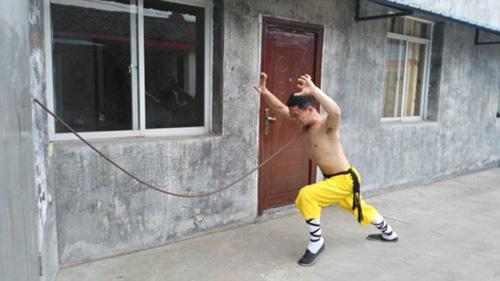 Rùng mình võ sư Thiếu Lâm đặt dao kề cổ kéo ôtô - 4