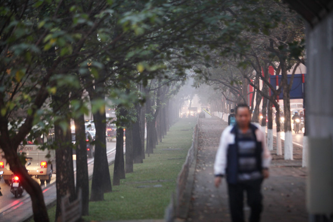 Ảnh: Sương mù biến HN chiều đông thành Sa Pa buổi sớm - 2