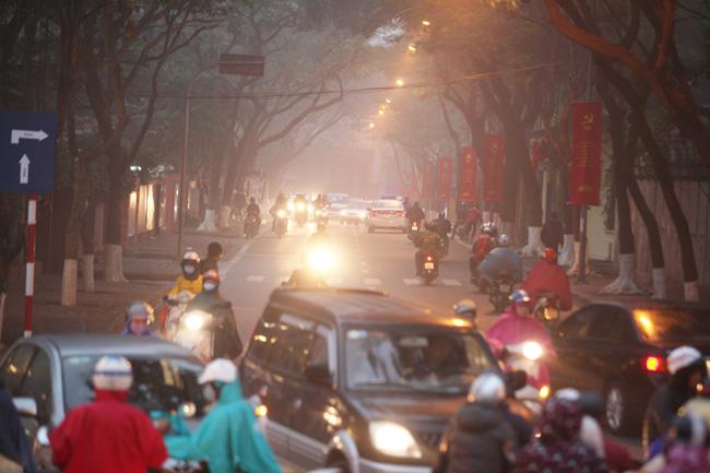 Ảnh: Sương mù biến HN chiều đông thành Sa Pa buổi sớm - 6