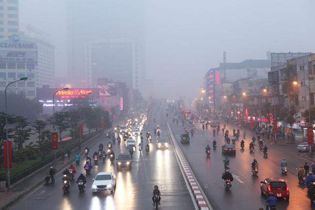 Ảnh: Sương mù biến HN chiều đông thành Sa Pa buổi sớm - 8