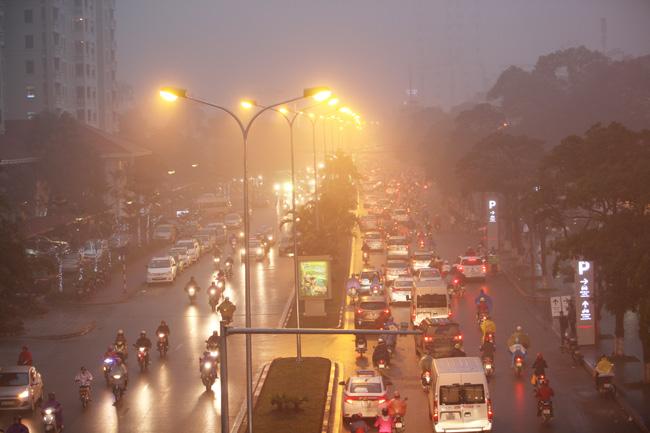 Ảnh: Sương mù biến HN chiều đông thành Sa Pa buổi sớm - 9