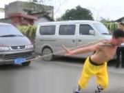 Thể thao - Rùng mình võ sư Thiếu Lâm đặt dao kề cổ kéo ôtô