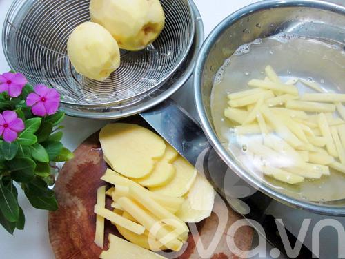 Cách làm khoai tây chiên giòn thơm, vàng ruộm - 1