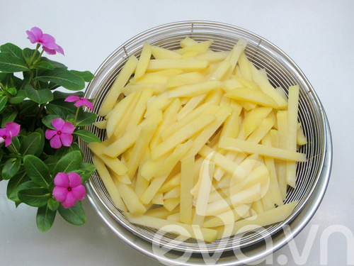 Cách làm khoai tây chiên giòn thơm, vàng ruộm - 4