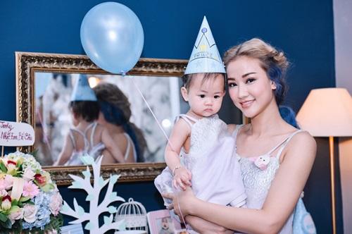 Maya mặc đồ đôi cùng con gái trong ngày sinh nhật - 5