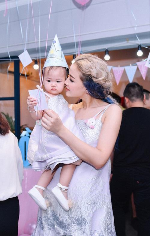 Maya mặc đồ đôi cùng con gái trong ngày sinh nhật - 6