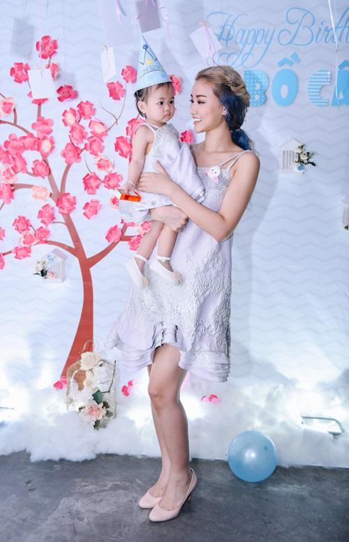 Maya mặc đồ đôi cùng con gái trong ngày sinh nhật - 4