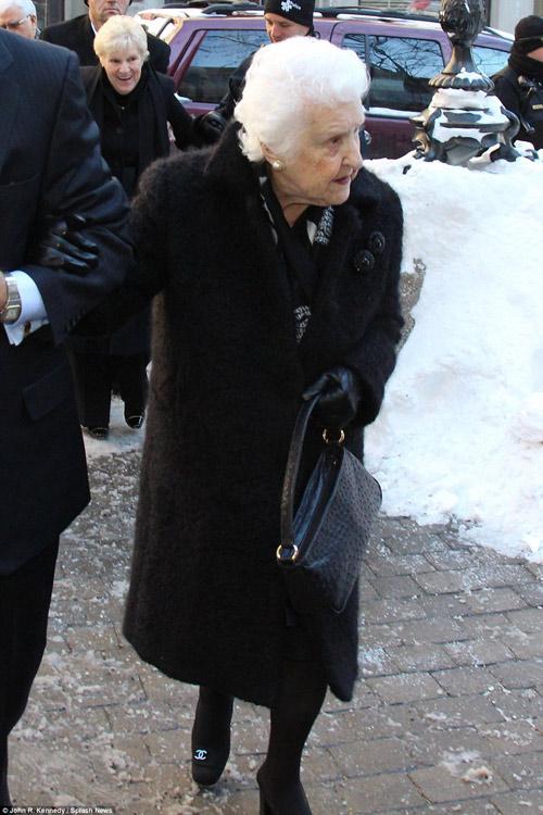 Celine Dion đẫm nước mắt trong đám tang chồng - 8