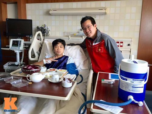 Nằm viện, Công Phượng được Đại sứ Việt Nam ở Qatar đến thăm - 2